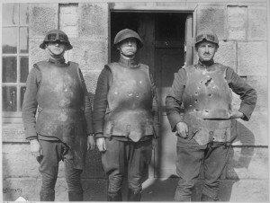 Guerre moderne, guerre médiévale dans Actualités armures1918-300x226